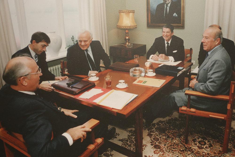 Sommet URSS-USA à Reykjavík, en octobre 1986, entre Mikhaïl Gorbatchev et Ronald Reagan. © Courtesy Ronald Reagan Library