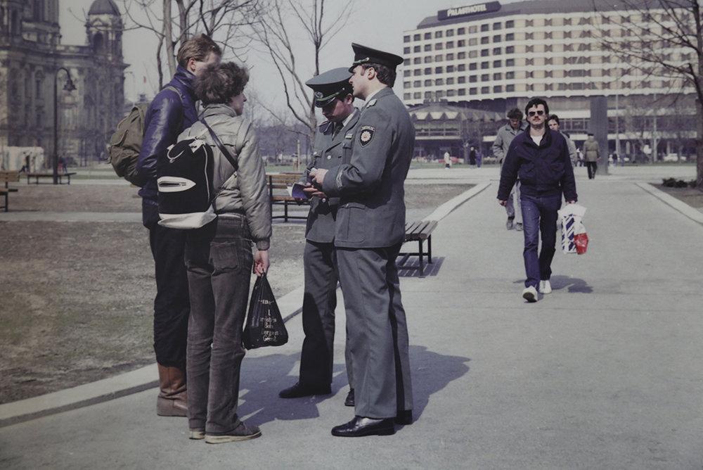 Scène de «vie» à Berlin-Est © Charlotte Julie / Archives