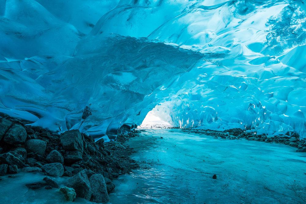 À l'intérieur du glacier Mendenhall en Alaska. © Courtesy Arctic Council Secretariat / Linnea Nordström / 11 mai 2017