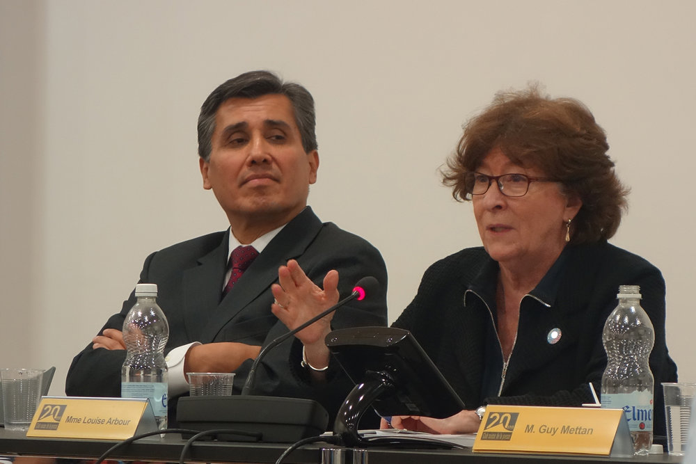 L'ambassadeur du Mexique à l'ONU, Juan José Gomez Camacho, et la représentante spéciale du secrétaire général pour les migrations, Louise Arbour. © La Cité / 11 octobre 2017