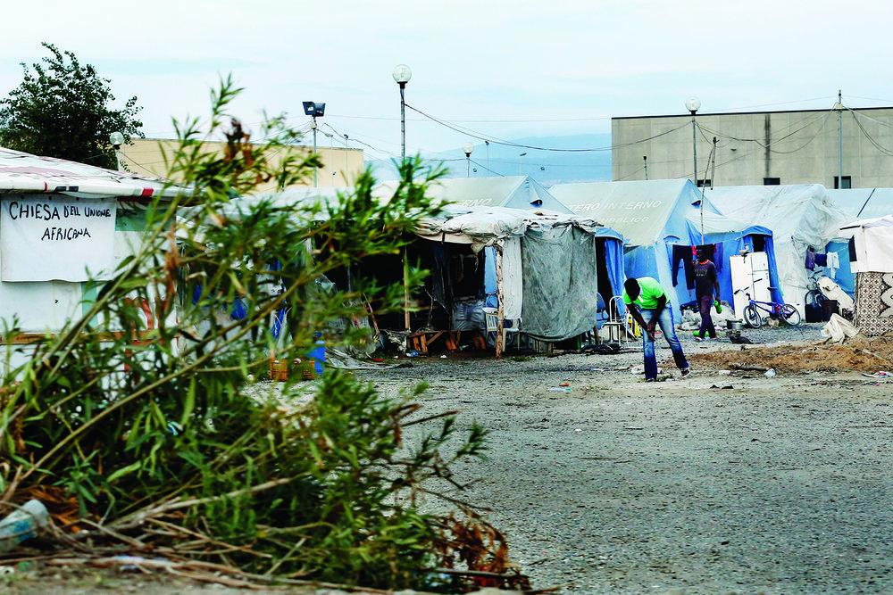 Camp «illégal» de San Ferdinando. Sans eau ni électricité, jusqu'à 1500 migrants s'entassent ici en pleine saison de récolte d'agrumes. © Magali Girardin / Septembre 2017
