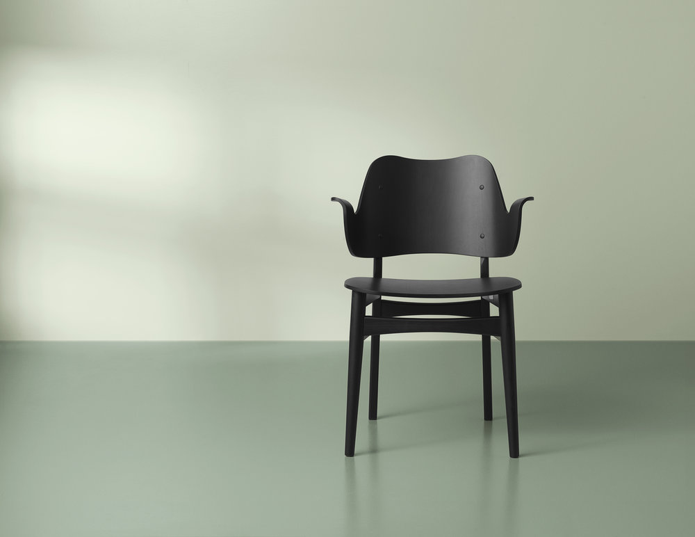 2405034-warmnordic-furniture-gesture-diningchairs-black-lacquered-seat-back-black-lacquered-vgreen.jpg