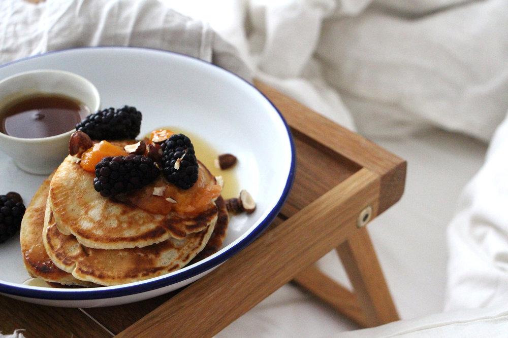 Eine unserer Lieblingsbeschäftigungen: Frühstücken im Bett.