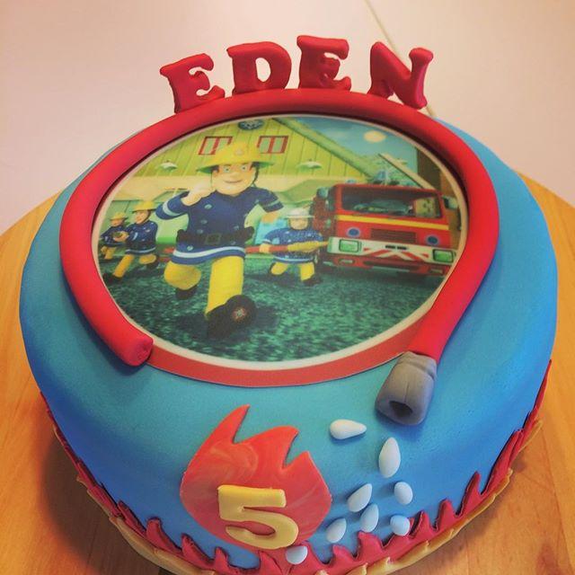 Voor de de jarige Eden een stoere Sam brandweerman taart!