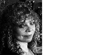 JENNY ALTSCHULER PHOTOGRAPHER AND MENTOR CAPE TOWN, SOUTH AFRICA Jenny Altschuler est la directrice de South African Centre for Photography et commissaire de la biennale Cape Town Month of Photography (MOP). Le Cap a reçu le statut de Capitale du Design du Monde de 2014, et dans le cadre du programme officiel de la ville, Altschuler présentera MOP6 sous le titre Designing Destiny: Power Within and Outside the Frame.-www.photocentre.org.za
