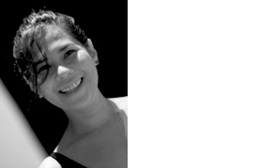 JOSELINA CRUZ CURATOR MANILA, PHILIPPINES Joselina Cruz est une curatrice basée à Manille, Philippines. Elle a été co-curatrice de la Biennale de Singapour en 2008 et commissaire de Creative Index en 2010, une exposition multi-sites à Manille. Elle a été nominée pour plusieurs prix d'art en Asie et en Europe et continue à écrire des essais, des critiques, des commentaires et critiques d'art. Elle occupe actuellement le poste de directrice et conservatrice du Musée d'Art Contemporain et de Design, DLS-CSB, Manille.-mcadmanila.org.ph