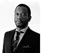AZU NWAGBODU CURATOR LAGOS, NIGERIA Azu Nwagbogu est le fondateur et directeur de l'African Artists' Foundation, une organisation à but non lucratif basée à Lagos, au Nigeria, qui se consacre à la promotion et au développement des arts et des artistes africains contemporains. Nwagbogu est également le fondateur et directeur du LagosPhoto Festival, un festival international de la photographie annuel qui rassemble les plus grands photographes locaux et internationaux dans un dialogue avec les histoires à multiples facettes de l'Afrique. -www.africanartists.org