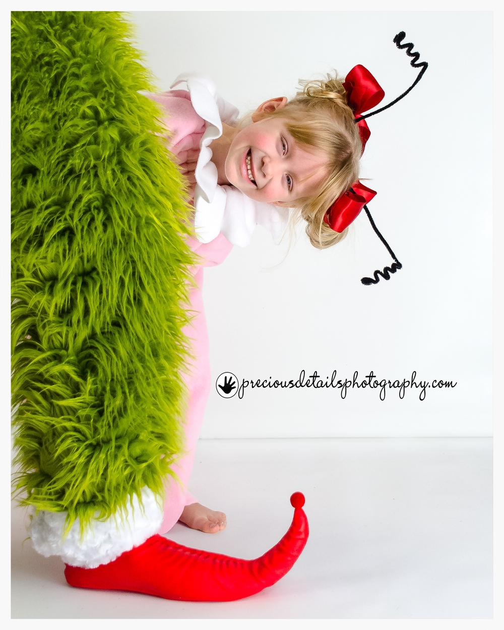 CINDY LOU PLAYING PEEK-A-BOO WITH THE GRINCH