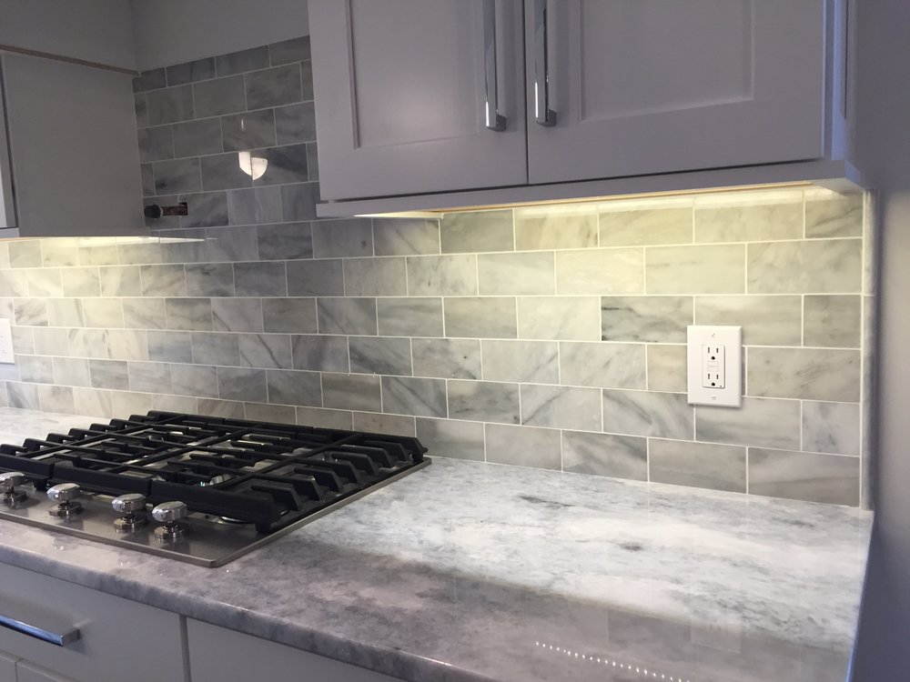 Polished Cristalizado Quartzite 3cm Countertops with Polished White Carrara Backsplash