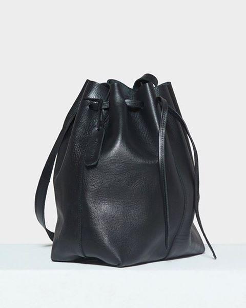The large bucket bag - for days at work or only for the weekend ✨ . . . . . . #moyimoyi  #bucketbag #leatherbag #leather #lifestyle #minimalism #simplicity #fashion #design #timeless #leather #slowfashion #handmade #madeinafrica #ethicalfashion #sustainablefashion #sustainable