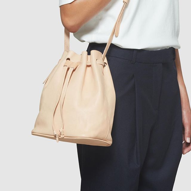 California! Now you can shop this bag at lovely @aligolden in San Francisco 🌴🌴 . . . . . #moyimoyi #bucketbag #minibucketbag #minimalism #fashion #simple #style #simplicity #timeless #beauty #handbag #handmade #ethicalfashion #sustainablefashion #sustainable  #sustainableliving