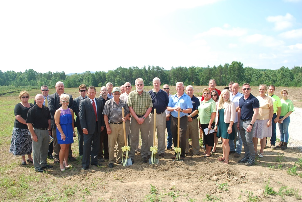 Caption: Plateau Partnership Park board members and elected officials join project developers and TVA renewable energy team for the Plateau Park Solar groundbreaking ceremony at Plateau Partnership Park industrial development complex in Rockwood, Tennessee. Photo: RSI