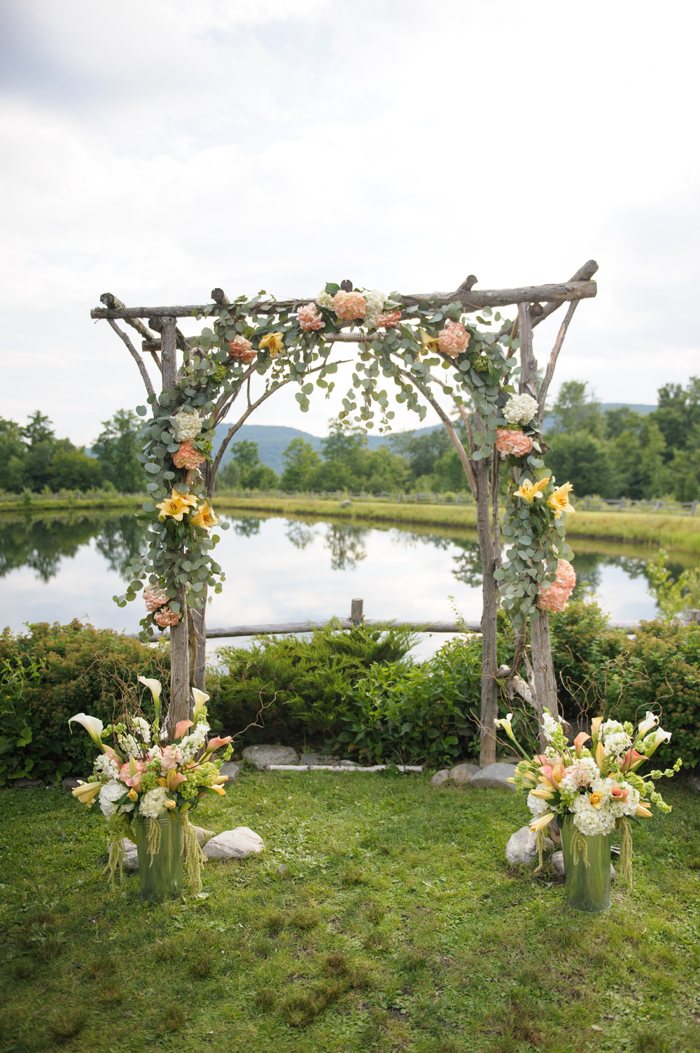 pond_side_wedding_arbor_vintage_vermont