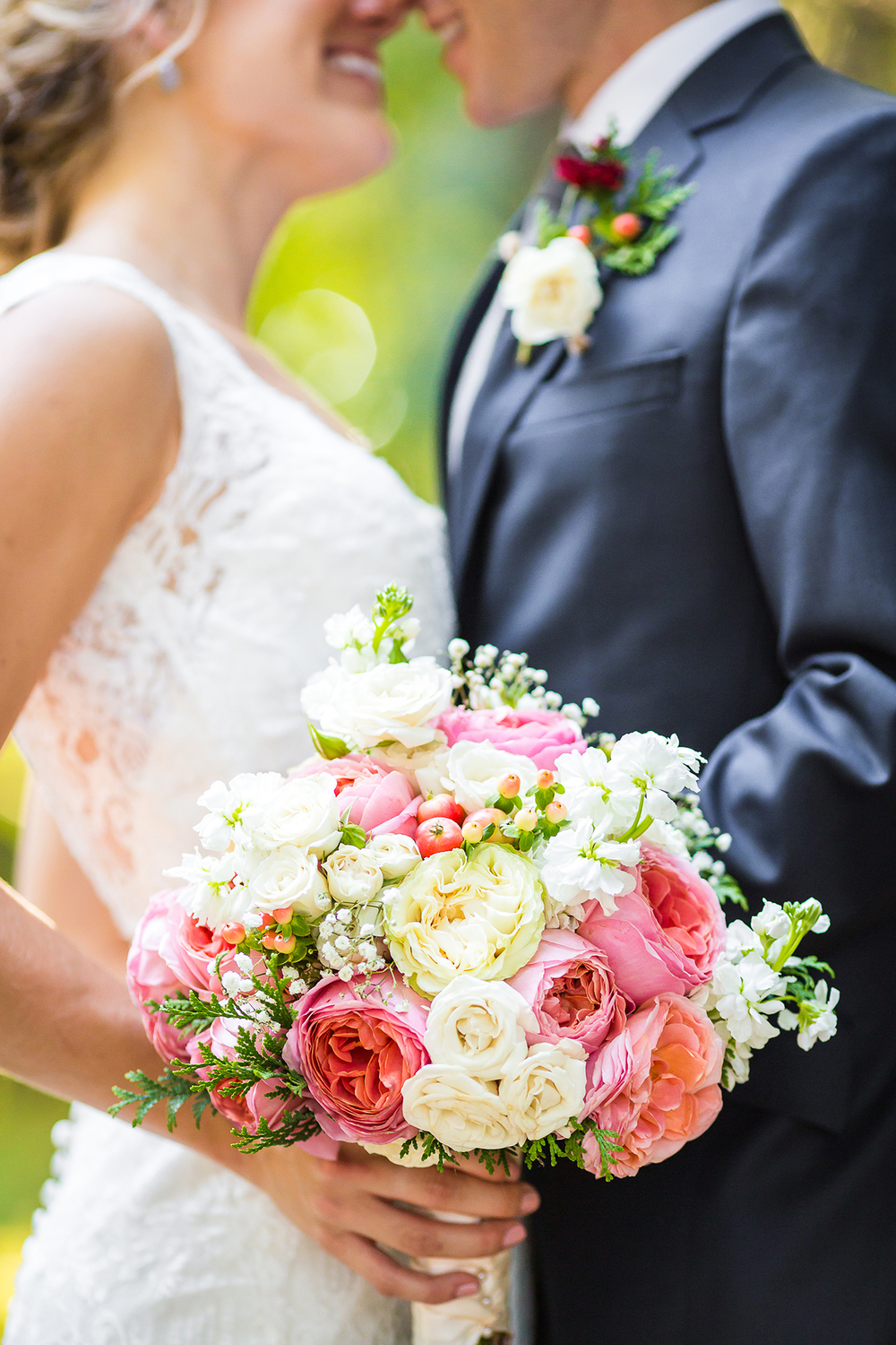 pink_garden_rose_peach_hypericum_berries_bouquet