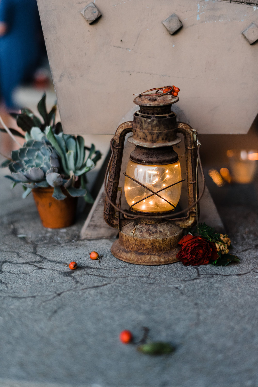 antique_lantern_lights_wedding_perennia.jpg