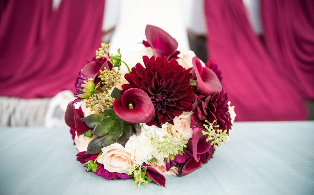 burgundy_calla_lily_dahlia_bridal_boquet.jpg