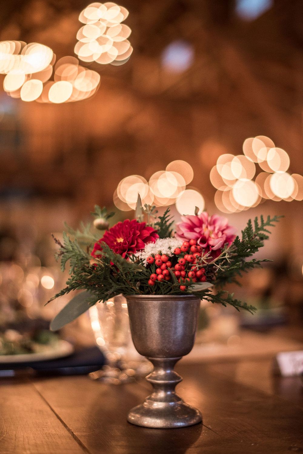 cedar_dahlia_berries_wedding_table_centerpiece.jpg