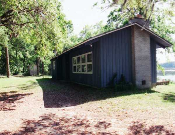 Martin Luther King Retreat House 2 bedrooms / 1 Queen bed, 2 single beds  1 night - $300.00                                        3 nights - $500.00                                      5 nights - $700.00