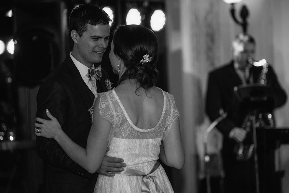 first-dance-minnesota-wedding-photographer.jpg
