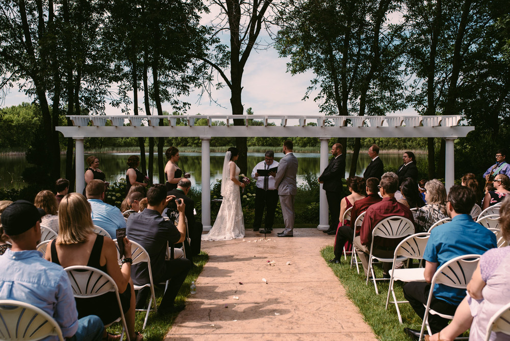 outdoor-wedding-ceremony-minneosta.jpg