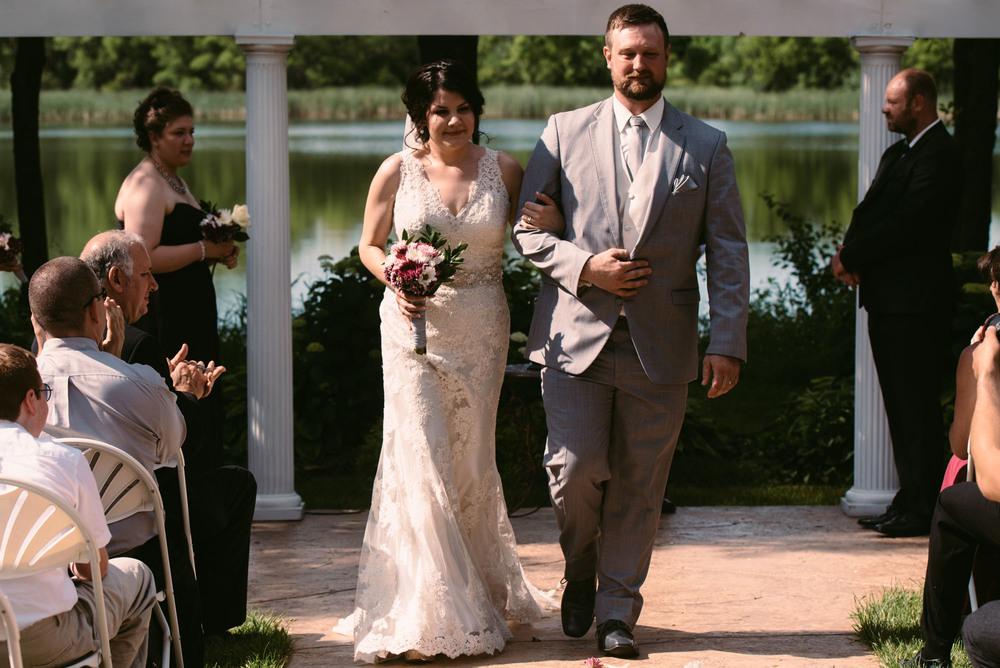 outdoor-wedding-photography-minnesota.jpg