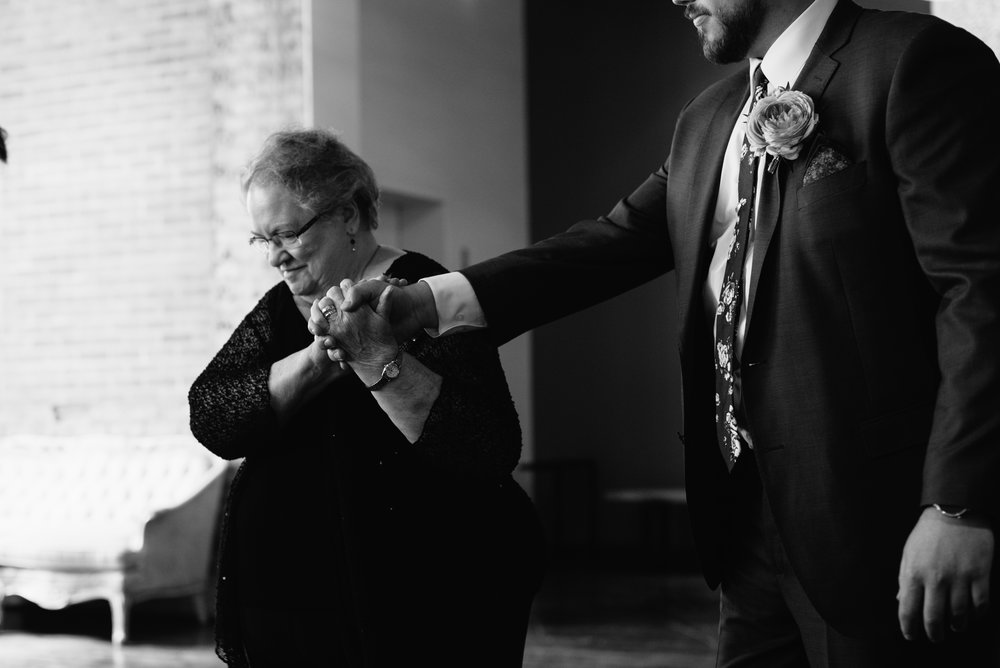 intimate-minneapolis-wedding-photographer-1-3.jpg