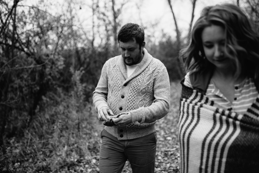 minneaplis-engagement-photographer-3-2.jpg