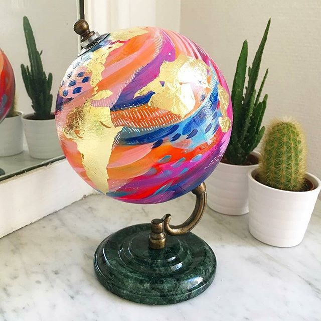 Gawking at the beauty of this mini globe by Jessie Michelle (@ettavee on IG)?