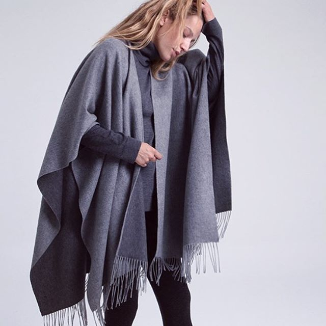 We love this shot from @cfcashmere of the Eula fringe cape 🙌🏻🙌🏻🙌🏻 #cashmere #poncho #cape #fashion #style #styled #shermanpickey