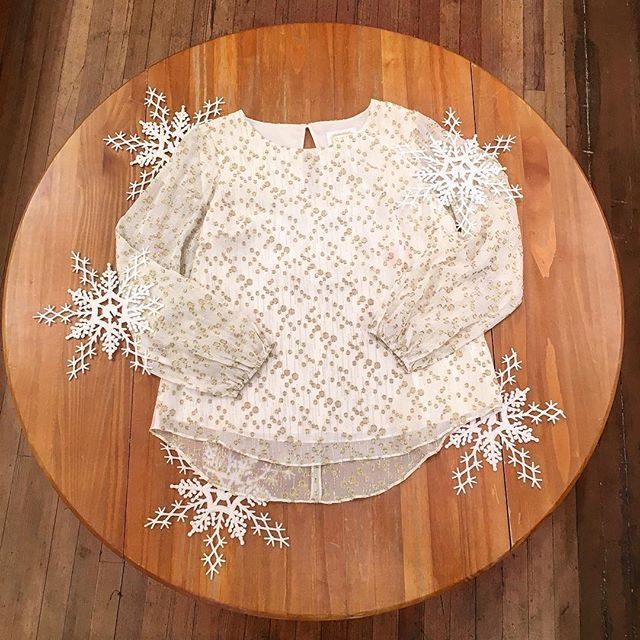 Make a statement at your next holiday event in this @sailtosable spotted metallic top ✨✨✨ #sts #sailtosable #holiday #holidaydressing #blouse #metallic #fashion #style #ootd #shermanpickey