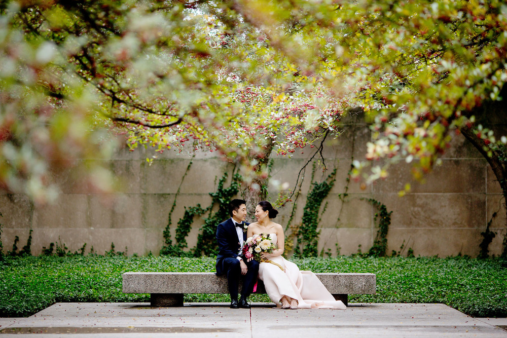 wedding photo at art institute chicago.jpg