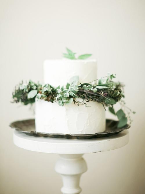 greenery garland on wedding cake.jpg