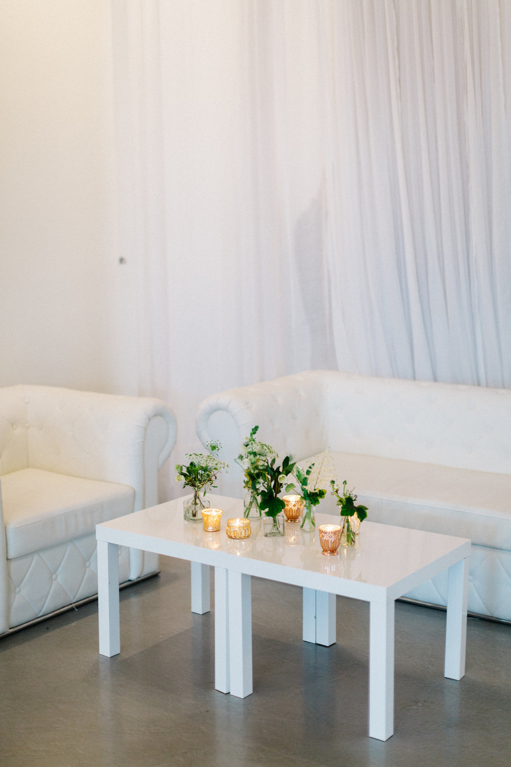 lounge area wedding flowers.JPG