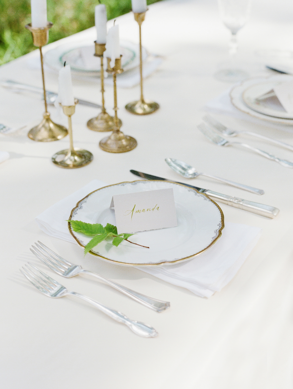 simple white wedding centerpiece ideas