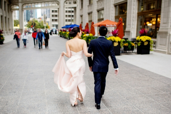 wedding photo ideas for bride and groom around Chicago, IL
