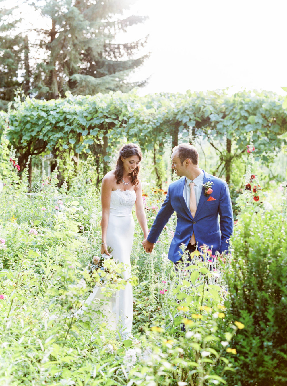oregon wedding at mt hood organic farms in summer.jpg