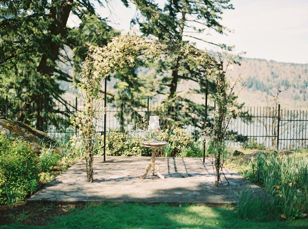 dogwood wedding arch.jpg