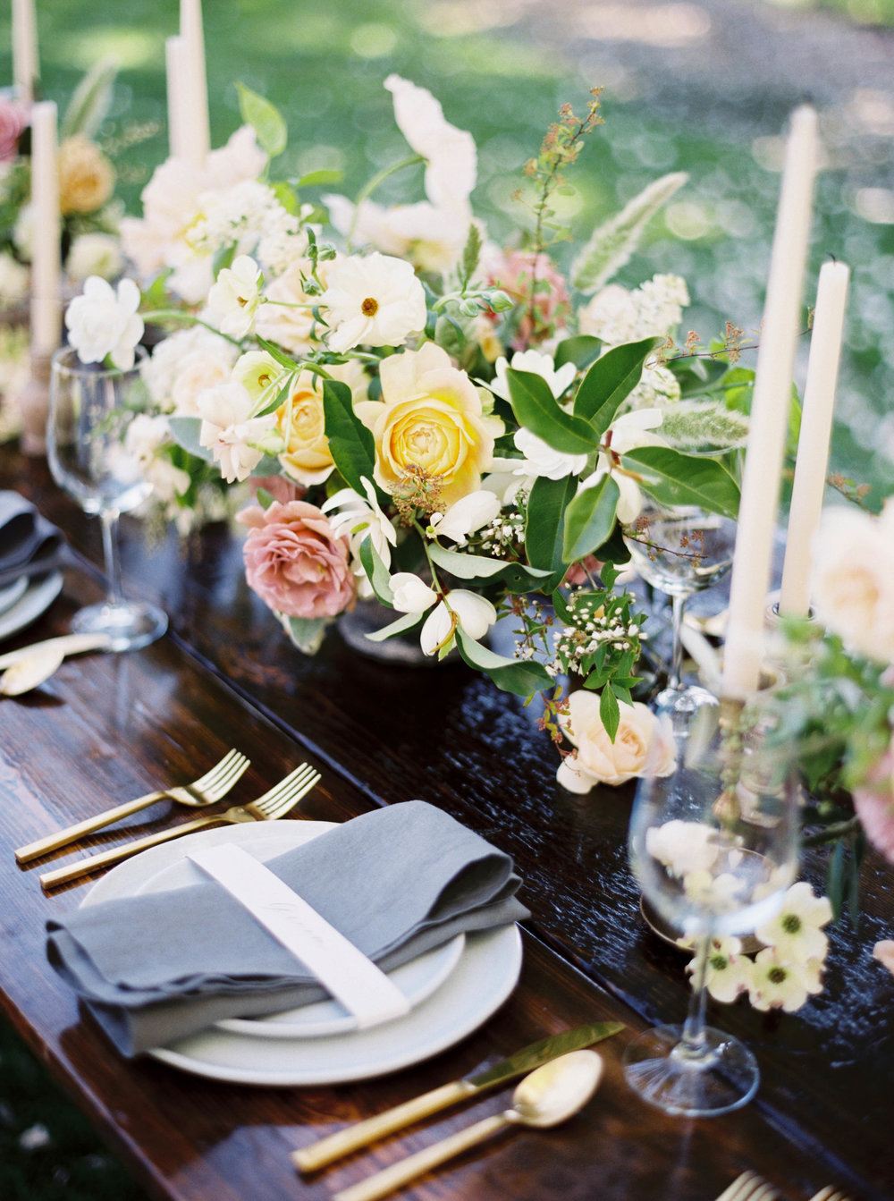 spring wedding table centerpiece for hood river, OR wedding .jpg