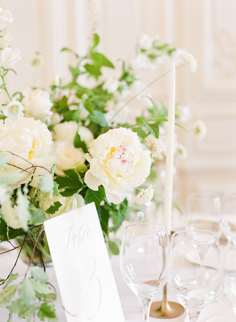 fine-art-wedding-florist-paris-france-wedding-white-and-green-flowers.jpg