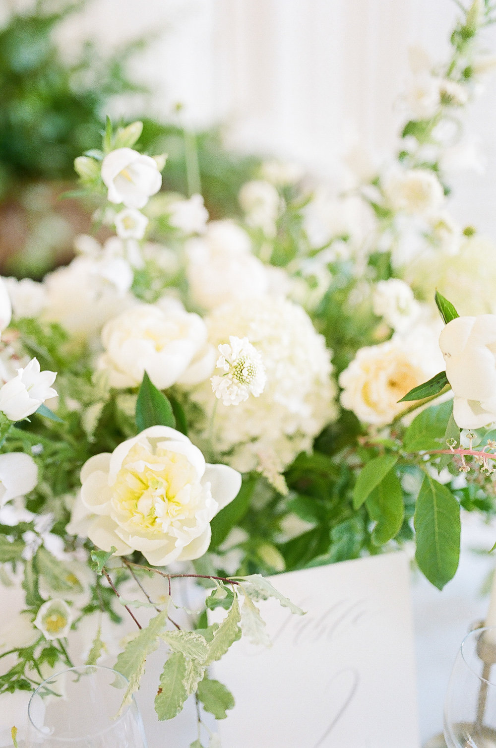 france-wedding-florist-foraged-floral-peonies-and-garden-roses-for-white-wedding-in-paris.jpg
