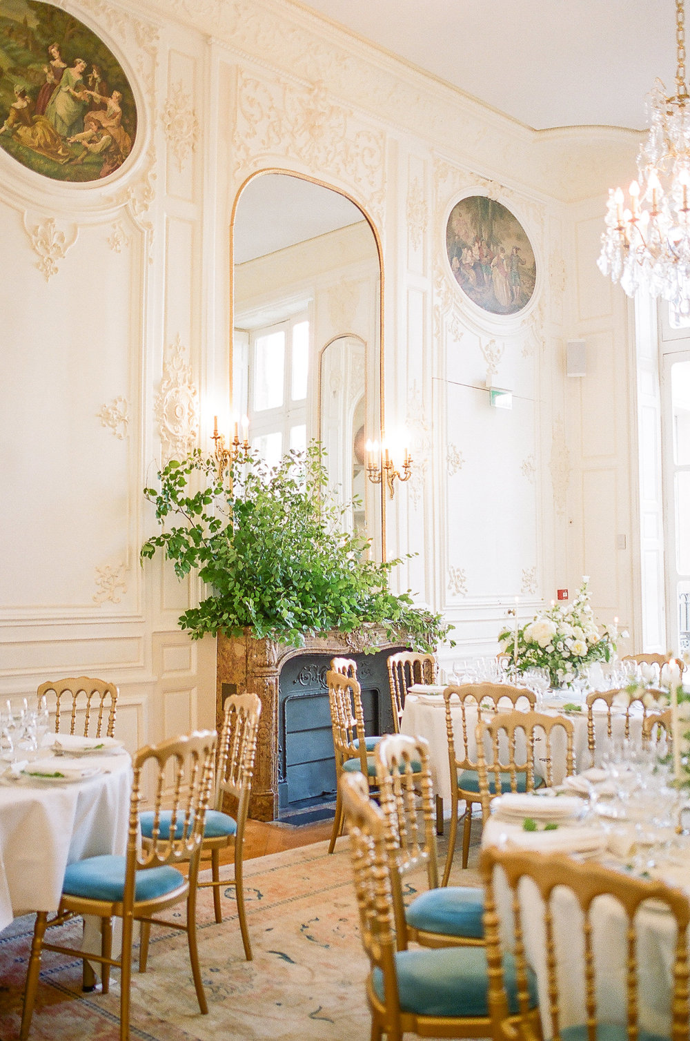 maison-de-polytechniciens-wedding-flowers-peonies-garden-roses-and-paris-wedding-florist.jpg