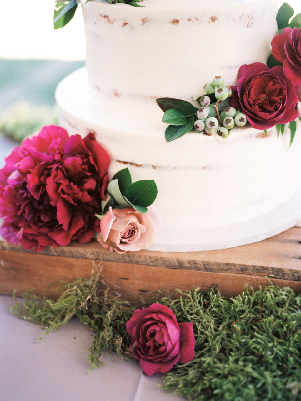 fine-art-wedding-florist-foraged-floral-lewis-and-clark-college-wedding-peony-on-wedding-cake.jpg