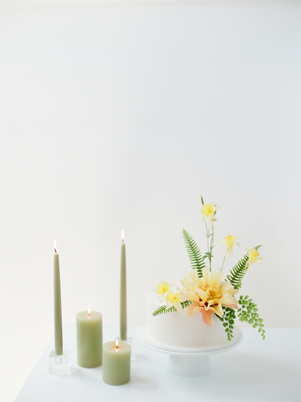 Modern and minimal wedding cake inspiration with yellow fresh flowers, tropical wedding cake by Foraged Floral