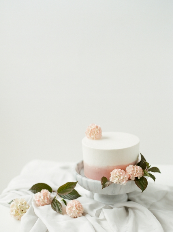 Minimal wedding cake inspiration with blush fresh flowers by Foraged Floral