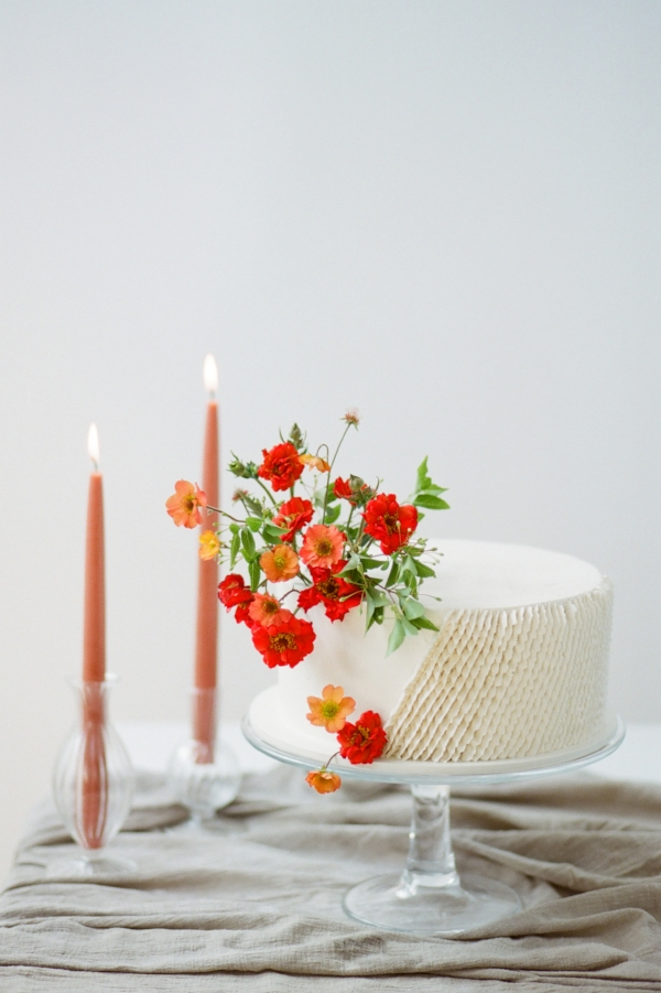Unique wedding cake inspiration with red fresh flowers by Foraged Floral