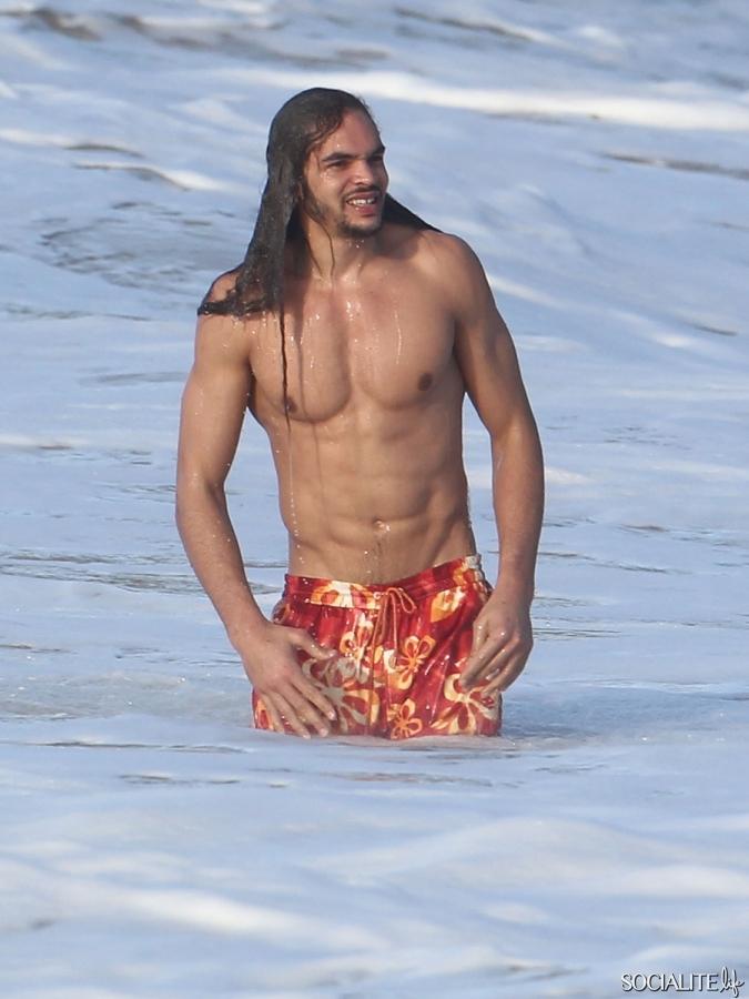 http://static.socialitelife.com/uploads/2012/02/24/joakim-noah-shirtless-st-barts-02242012-05-675x900.jpg