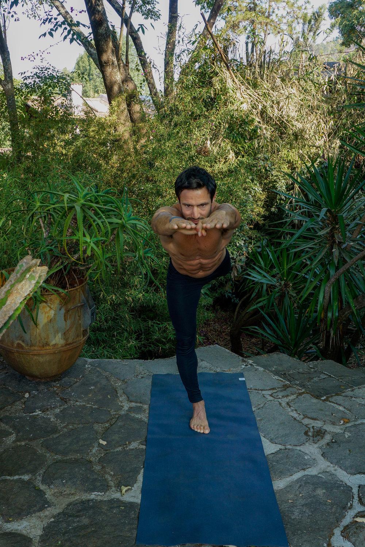 VĪRABHADRĀSANA III  : Balancing Warrior Pose
