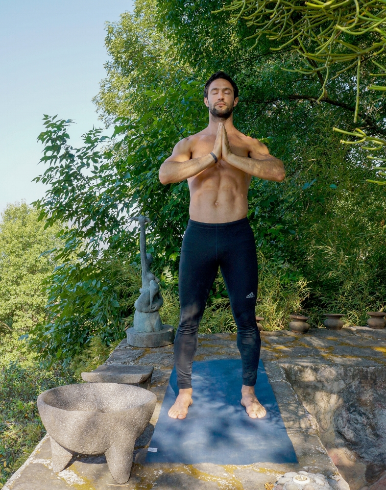 TĀḌĀSANA  : Mountain Pose