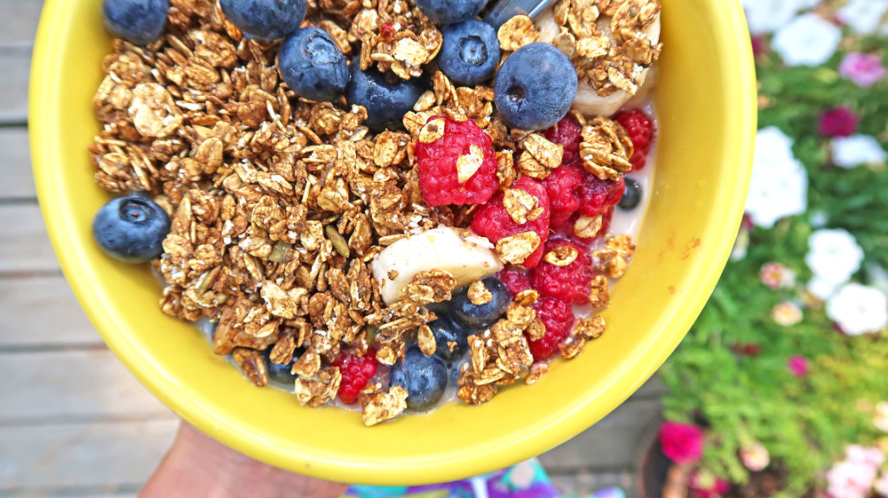 food - Turmeric Cacao Granola_berry bowl_1588.jpg