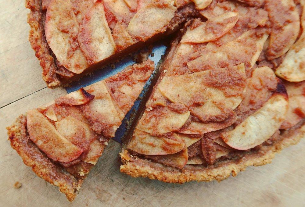 nuttzo-crust-holiday-apple-pie-plantpositiverunning.jpg